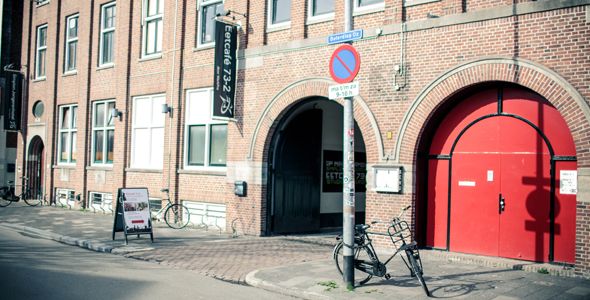 Links van de tunnel Studio Boterdiep, Rechts van de tunnel Poppodium Simplon